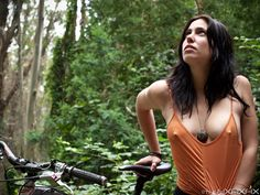 Sexy-Girls-Bikes-21.jpg (560×420)