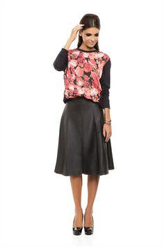 Blusa Recortes Preta Estampa Floral Vermelho - roupas-blusas-iorane-f-blusa-recortes-preta-estampa-floral-vermelho Iorane