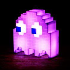 Die Pac Man Geist Lampe ist ein kultiges Wohnaccessoires für Gamingfans und Arcadefreaks! Die Lampe ändert die Farbe.