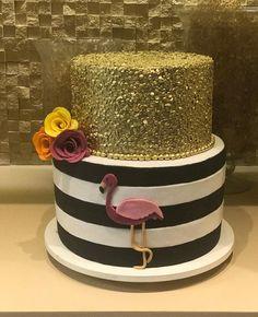 Créditos: @rachelralincakes Ideias Criativas para Festa Flamingo Flamingo Party, Flamingo Decor, Flamingo Birthday, Pink Flamingos, 25th Birthday Parties, Birthday Cake Girls, Diy Birthday, Pool Party Cakes, Luau Party