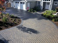 Concrete driveway pavers against stamped concrete driveway - Decoration 4 Concrete Driveway Pavers, Permeable Driveway, Driveway Landscaping, Modern Landscaping, Paver Walkway, Driveway Ideas, Walkway Ideas, Yard Ideas, Driveway Design