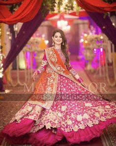 on her sister's mehndi💞 Pakistani Wedding Outfits, Bridal Outfits, Pakistani Dresses, Indian Dresses, Pakistani Clothing, Mehndi Outfit, Pakistani Couture, Pakistani Dress Design, Lehenga Designs