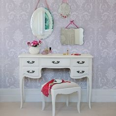 Ideas for wallpaper and furniture choice -- a vintage-romantic feel.
