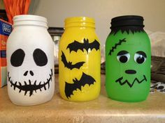 Halloween Mason Jars....oh how I love these! Frankenstein's Monster, Jack Skeleton, and bats!?!? Yes, please.