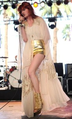 Florence Welch Fashion: Florence + The Machine Early Days Photos ...