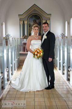 Et mere formelt billede  #Bryllupsfotograf #Bryllupsbillede #Bryllup #Kirkebryllup #Intofoto