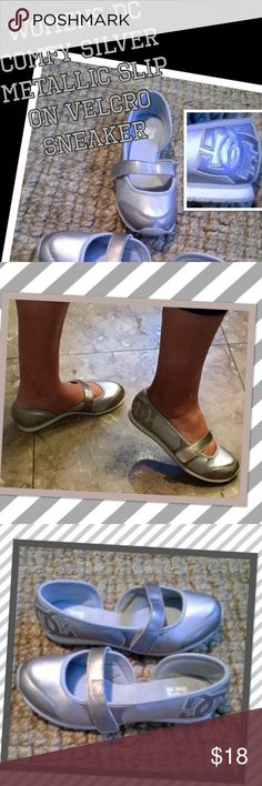 DC womens cute sliver metallic Velcro slip on sz6 Super cute womens DC comfy silver metallic and white Velcro slip on sneakers sz 6 good gently pre owned condition only minor wear!! You'll live so fun and comfy easy wear fashion💎💎💎🤖🤖👟👟👟👟 DC Shoes Sneakers
