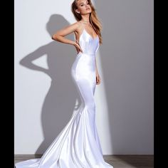 Gemeli Power White Satin Barthelemy Gown