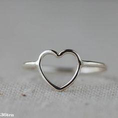 He encontrado este interesante anuncio de Etsy en https://www.etsy.com/es/listing/113591047/anillo-del-corazon-san-valentin-joyeria