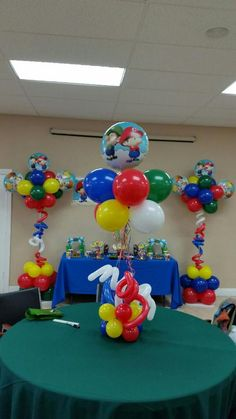 Super Mario balloon column and Super Mario Balloon centerpieces ideas. Super… Super Mario balloon co Super Mario And Luigi, Super Mario Party, Mario Bros., Mario Kart, Balloon Arrangements, Balloon Centerpieces, Balloon Decorations, Princess Peach Party, Fort Lauderdale