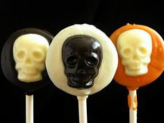 Planning a Halloween bash? These Oreo pops are sure to spook your guests!