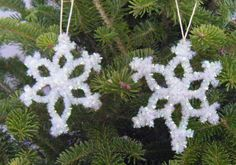 Such an easy yet pretty snowflake!  The seniors will love this if I can find the right pipe cleaners.  This will be easier than trying to get beads on a pipe cleaner.  Thanks, Laura, for the idea.