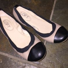 Ann Taylor Loft ballet flats💕 Super cute And comfy flats essential to your wardrobe ...😍... In awesome used condition .. Used very little ...👍🏻.., LOFT Shoes Flats & Loafers