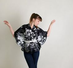 Vintage Floral Fan Blouse - Black and White - Fits All op Etsy, 22,32€