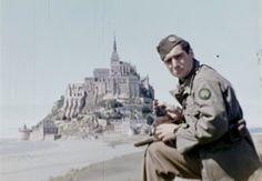 Robert-Capa-devant-Mont-Saint-Michel-1944-Jack-Lieb-300x208.jpg (300×208)