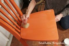 How to Wax: Southern Hospitality features Denise and Rhonda from Atlanta's Color Me French to demonstrate proper waxing. Chalk Paint® decorative paint by Annie Sloantechnique.
