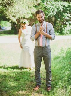 Light gray suits, pastel colors, patterned shirts — all of these groom attire ideas are sure to complement your summer wedding. wedding groom attire Great Groom Attire Ideas for a Summer Wedding - mywedding Casual Groom Attire, Casual Grooms, Groom Outfit, Groom Wear, Wedding Groom, Wedding Suits, Trendy Wedding, Wedding Ideas, Wedding Inspiration