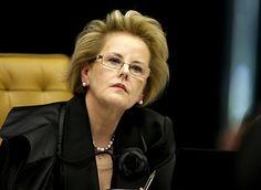 Rosa Weber se proclama rainha e fecha o Legislativo