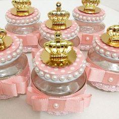 Paixão por festa princesa . #festaluxo #festamenina #festainfantil #festejarcomamor #festaprincesa #festejarcomamor #lembrancinhas #personalizados #blogencontrandoideias #encontrandoideias #garimpandolembrancas #festeirasdoes #umbocadinhodeideias