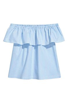 A love letter to short pants – and how to find the perfect pair for every mood (The Blonde Salad) Blouse En Coton, Classic White Shirt, The Blonde Salad, Pastel Fashion, Light Blue Shirts, Shirt Sale, Shirt Blouses, Tee Shirt, Blue Stripes