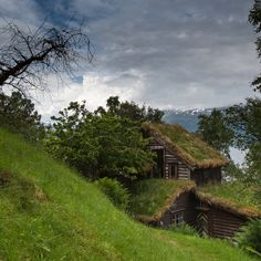 Earth-bermed and Green Roof home built into a hillside Hidden House, Beautiful Norway, Earth Homes, Natural Building, Cabins And Cottages, Tiny Cabins, Cozy Cottage, Cottage Living, Places To Go