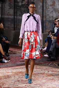 Gucci Resort 2016 - Look 54 - Origami skirt in red with pattern, lilac purple ruffled top with black ribbon necklace, blue loafers