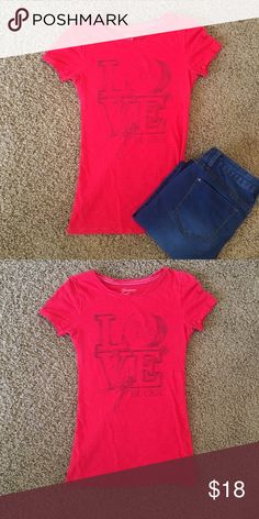 🍷5 for $25 sale🍷 AE red graphic tee Great condition worn only a few times American Eagle Outfitters Tops Tees - Short Sleeve
