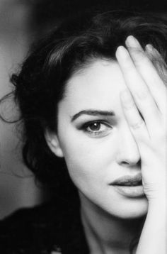 monica bellucci, black and white