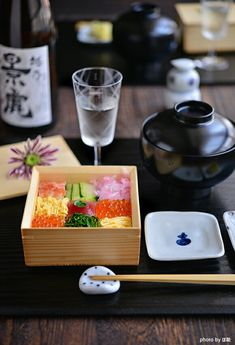 【楽天市場】木和美正角料理箱:TABLE & STYLE Japanese Table, Japanese Sushi, Sushi Comida, Sushi Japan, Sashimi Sushi, Good Food, Yummy Food, Sushi Recipes, Food Presentation