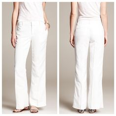 NWT Banana Republic Beach Linen Pants NWT Banana Republic white beach linen pants size 0 in Martin style. There is a small orange stain that is unnoticeable on the back leg. Never been worn and still in great condition. Perfect for any summer adventure! Banana Republic Pants