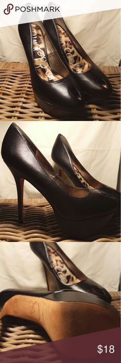 Sam Edelman Niland Heels Shoe features a 5 in heel with a 1.5 in platform, they have been loved and show minor wear that could be invisible with a polishing Sam Edelman Shoes Platforms