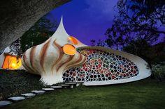 Nautilus House    E' la casa mollusco che si trova in Messico. Si tratta di una casa conchiglia disegnata dallo studio Senosiain Arquitecto.