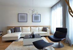 #Salon de style #contemporain avec #lustre. / #Contemporary #livingroom with #chandelier.
