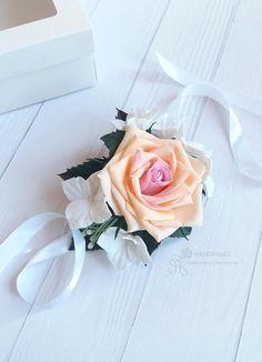 Wedding flower Wrist corsage Peach Cream Rose corsage #wristcorsage #wedding #bridesmaid #flower #Floralbracelet