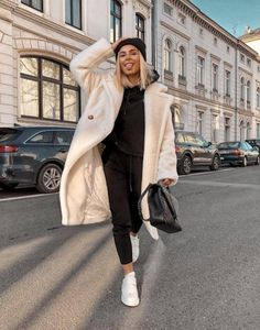 Long Coat Outfit, Winter Coat Outfits, Winter Fashion Outfits, Autumn Winter Fashion, Fall Outfits, White Coat Outfit, Fall Fashion, Uni Outfits, Mode Outfits