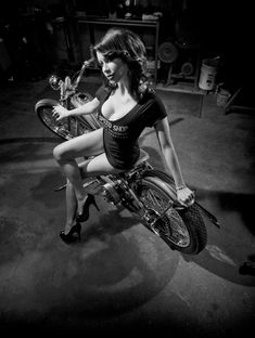Chemical Candy Customs Harley Davidson Knucklehead, Harley Davidson Bikes, Biker Chick, Biker Girl, Biker Dating, Cowboys From Hell, Hot Bikes, Bobber, Pin Up