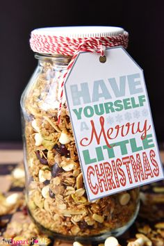 Gingerbread granola is perfect for the holidays. This easy granola recipe is great to make to enjoy yourself or to give as a gift to neighbors and friends. Easy Homemade Christmas Gifts, Mason Jar Christmas Gifts, Edible Christmas Gifts, Edible Gifts, Homemade Gifts, Christmas Colors, Christmas Goodies, Christmas Gingerbread, Christmas Ideas