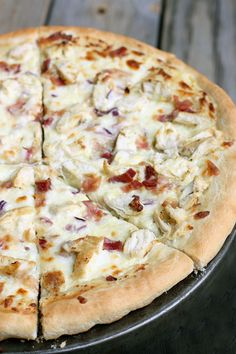Delicious Chicken Alfredo Pizza - it's easy to make too! { lilluna.com } Homemade dough topped with chicken, bacon, mozzarella, parmesan, and red onion.