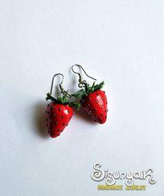 Strawberry Earrings by Sisunyak on Etsy, €9.50