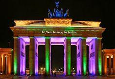 Foto: Fino al 21 ottobre, la capitale tedesca si illumina a festa, vestendosi di luci e colori.  Giochi, installazioni e spettacoli avranno per protagonista la luce: oltre 50 tra le principali attrazioni di Berlino (dalla Porta di Brandeburgo all'Isola dei Musei) saranno illuminate in occasione del Festival delle Luci di Berlino, uno dei festival d'illuminazione più grandi al mondo.  Per maggiori informazioni: http://festival-of-lights.de/en/