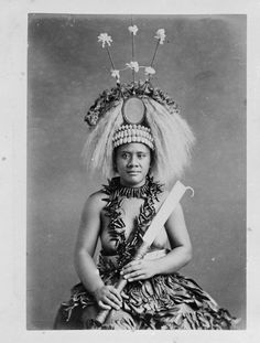 Samoan female ceremonial dancer, taken by Thomas Andrew during the Inscriptions: Album page - beneath image - Samoan warrior The costume wo. Samoan Women, Thomas Andrews, American Tattoos, Samoan Tattoo, Coming Of Age, Popular Tattoos, Historical Photos, Headpiece, Vintage Photos