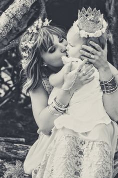 akupofkatie, blog, photography, photoshoot, photo shoot, boho, bohemian, whimsical, forest, woods, babywearing, sakura bloom, sling, ring, mother, daughter, mother daughter photoshoot, teepee, wood, wooden trunk, vintage, rentals, bubbles, flower crown, halo, blogger, mothers day, ideas