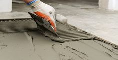 Fliesen auf Holz verlegen: So geht's   Fliesen-Kemmler Construction Firm, Construction Materials, Stained Concrete, Concrete Floors, Types Of Concrete, Acid Stain, Water Based Stain, Steel Structure, Building Materials
