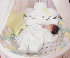 Бортики в кроватку. Декоративные подушки. Baby. Подушка облачко, звезда. Коса.