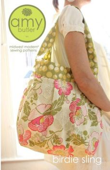 This honey of a sling holds everything and it's easy to make! (Great for beginners.) Modern styling and dynamic proportions will make this Birdie Sling one of your favorite carry-all bags!