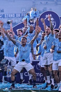 British Lions Rugby, British And Irish Lions, Manchester City Wallpaper, Football Tournament, Football Design, Football Wallpaper, Arsenal Fc, Uefa Champions League, Vintage Posters