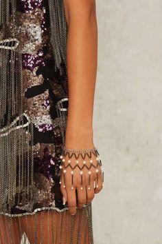 Factory Lena Bernard Grow a Pearl Hand Chain