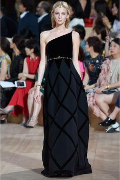 Valentino   Fall 2015 Couture   15 Black/grey one shoulder maxi dress
