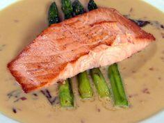 Escalope de salmão de Claude Troisgros e o filho | Peixes e frutos do mar > Salmão | Estrelas - Receitas Gshow