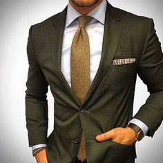 It's the earth tones what I love most about this outfit.mydapperself: It's the earth tones what I love most about this outfit. Mens Fashion Suits, Mens Suits, Suit Guide, German Outfit, Style Masculin, Designer Suits For Men, Green Suit, Estilo Fashion, Dapper Men